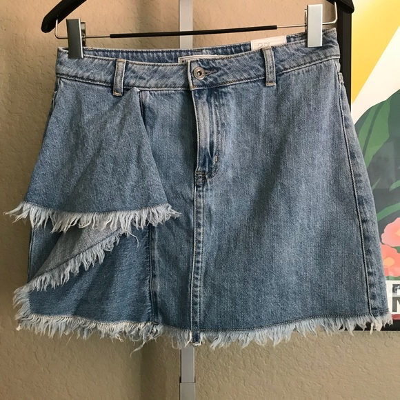 detailed pictures sneakers 60% discount {MELROSE & MARKET} NWT Denim Ruffle Jean Skirt